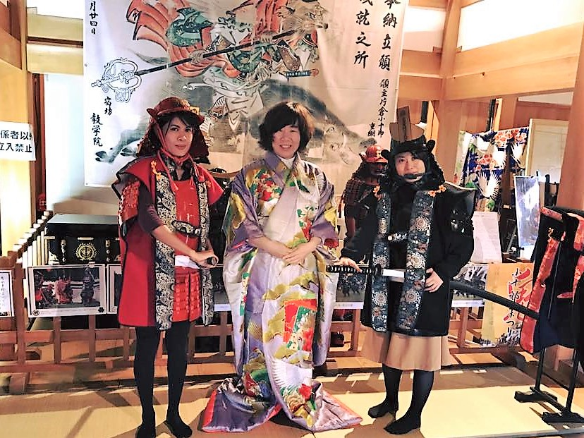 """Try on Japanese armor! Shiroishi's significant simbol """"Shiroishi Castle"""" A professional staff will change you into a Japanese Samurai."""